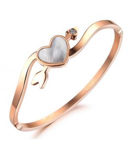 Dámský náramek ve tvaru srdce se šípem z chirurgické oceli 316L - zlatý (rose gold)