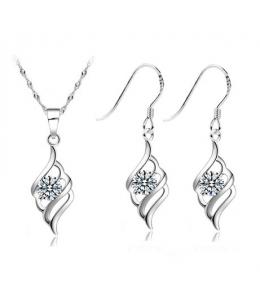 Elegantní set šperků - přívěsek s řetízkem a náušnice se zirkony