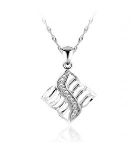 Stříbrný přívěsek ve tvaru kosočtverce se zirkony z pravého stříbra (925/1000)